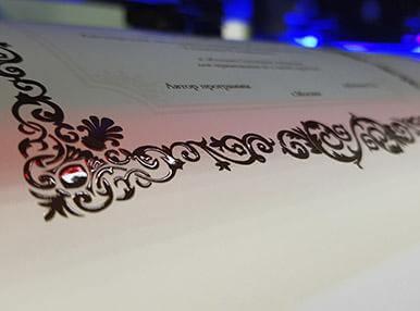 Печать сертификатов с лаком